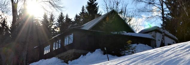 Chata na Skurečené v zimě | Foto: KČT Nový Jičín