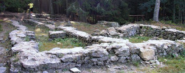 Pfaffenschlag, základy středověké vesnice   Foto: A. Slatinský